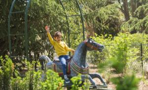 chevaux-galopants-enfant-jardin-acclimatation
