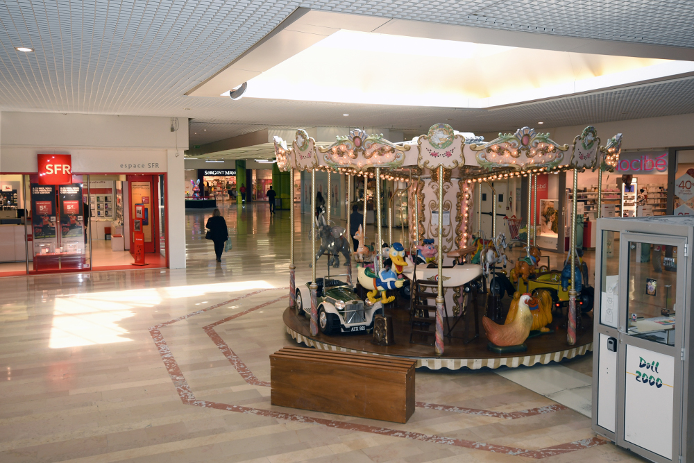indoor-merry-go-round-france