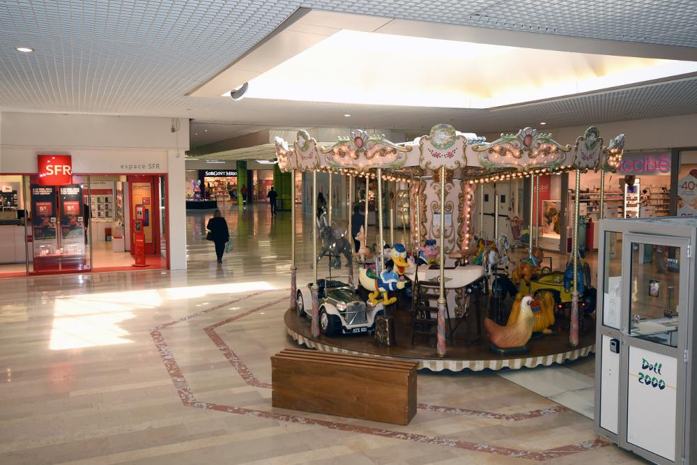 indoor-merry-go-round-france
